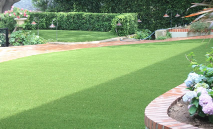 Beautiful artificial grass for landscape on homes and businesses in the Los Angeles California area by Westside Lawns